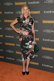 Katee Sackhoff polished off her ensemble with a pair of black patent leather platform pumps.