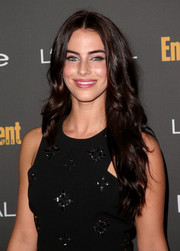 Jessica Lowndes wore her lush locks in boho-glam waves during the Entertainment Weekly pre-Emmy party.