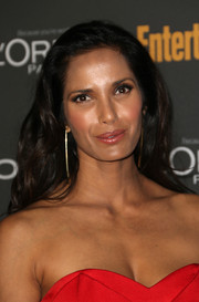 Padma Lakshmi wore her hair loose with gentle waves when she attended the Entertainment Weekly pre-Emmy party.