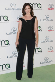 For her EMA Awards look, Kristin Davis traded in her signature ultra-feminine style for this tailored jumpsuit by Stella McCartney.