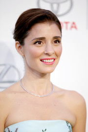 Shiri Appleby kept it simple and classic with this side-parted updo at the EMA Awards.