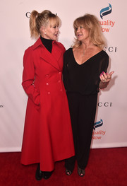 Goldie Hawn shared the red carpet with Melanie wearing a loose black jumpsuit.