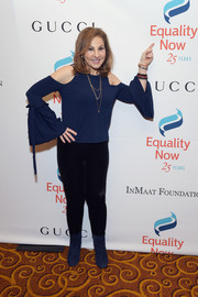 Kathy Najimy continued the casual vibe with a pair of black leggings.