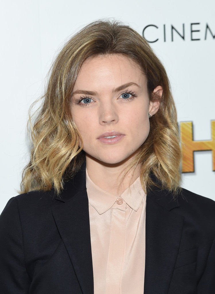 Erin Richards Medium Wavy Cut Shoulder Length Hairstyles