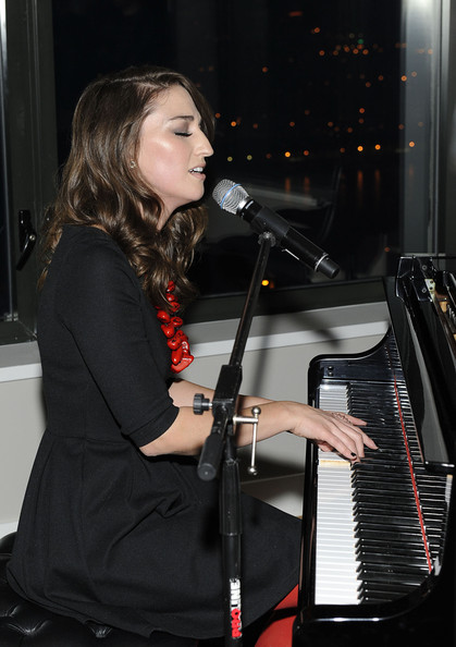 More Pics of Sara Bareilles Dark Nail Polish (1 of 18) - Sara Bareilles Lookbook - StyleBistro