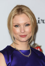 A flesh-toned pink lip kept Myanna Buring's beauty look sophisticated and classic.