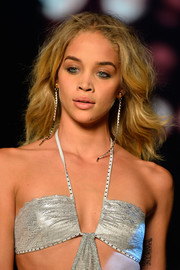 Jasmine Sanders walked the Etam runway wearing her hair in beachy waves.