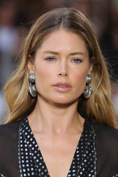 More Pics of Doutzen Kroes Strappy Sandals (1 of 11) - Doutzen Kroes Lookbook - StyleBistro [hair,hairstyle,face,eyebrow,fashion model,blond,beauty,chin,lip,fashion,doutzen kroes,etro - runway,runway,milan,italy,etro,milan fashion week,show,milan fashion week spring]