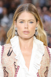 Doutzen Kroes sported ombre tresses at the Etro Spring 2020 runway show.