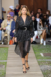 Black ankle-wrap sandals finished off Doutzen Kroes' catwalk look.