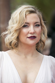 Kate Hudson swiped on some dark red lipstick for a vampy beauty look.