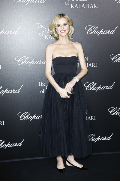 Eva Herzigova Strapless Dress [chopard presents the garden of kalahari,dress,clothing,lady,strapless dress,fashion,shoulder,cocktail dress,little black dress,gown,premiere,eva herzigova,kalahari movie presentation at theatre du chatelet,the garden,paris,france]
