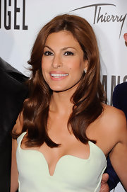 Eva Mendes styled her hair in soft waves at the Thierry Mugler event.