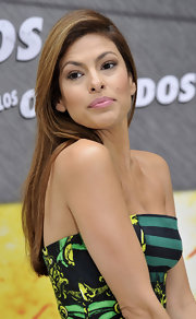 Eva Mendes opted for long sleek hair while promoting 'The Other Guys in Madrid.