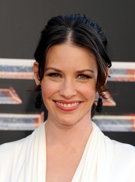 Evangeline Lilly Berry Lipstick [real steel,hair,face,eyebrow,hairstyle,chin,forehead,beauty,skin,lip,smile,red carpet,evangeline lilly,universal city,california,gibson amphitheatre,dreamworks pictures,premiere,premiere]