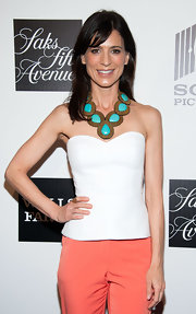 Perrey Reeves added a dash of color to her pastel red carpet look with this turquoise statement necklace.