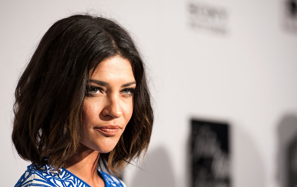 More Pics of Jessica Szohr Short Wavy Cut (5 of 8) - Short Wavy Cut Lookbook - StyleBistro