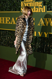 Anna Wintour walked the Evening Standard Theatre Awards red carpet wearing a luxurious leopard-print fur coat over a satin gown.