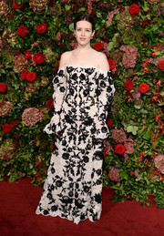 Claire Foy looked downright darling in a monochrome off-the-shoulder gown by Alexander McQueen at the 2018 Evening Standard Theatre Awards.
