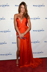 Kelly Bensimon chose a rich red sweetheart neck dress for the Make-A-Wish Metro Gala.