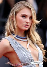 Romee Strijd looked oh-so-sweet with her loose wavy hairstyle at the 2018 Cannes Film Festival opening gala.