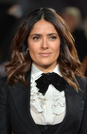 Salma Hayek wore her hair in loose waves to the 'Exodus: Gods and Kings' London premiere.
