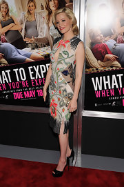 Elizabeth Banks paired her colored retro beaded frock with patent leather peep toe pumps.