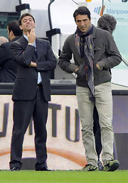 Gianluigi Buffon looked neat in his chinos while awaiting the FC Juventus-SSC Napoli match.