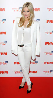Laura Whitmore's skinny jeans looked super crisp and classy on the star.