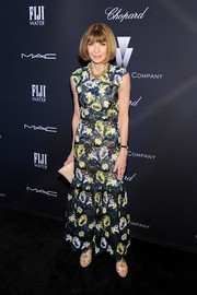 Anna Wintour made an appearance at the Weinstein Company Oscar nominees dinner looking chic in a fully embroidered evening dress.