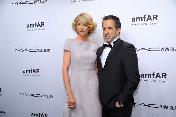 More Pics of Jenna Elfman Off-the-Shoulder Dress (1 of 6) - Off-the-Shoulder Dress Lookbook - StyleBistro