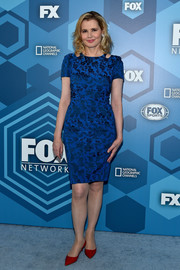 Geena Davis kept it ladylike in a blue floral sheath dress at the Fox 2016 Upfront.