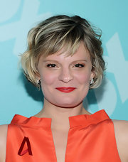 Martha Plimpton's short crop looked fun and flirty with piecey waves and bangs.