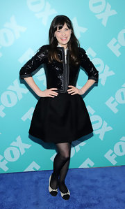 A full mini skirt gave Zooey a fun and flirty evening look at the red carpet for FOX's 2013 Upfront event.