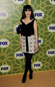 Zooey topped off her retro style with black tights and classic black pumps.