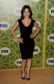 Shannon showed off her svelte figure in a simple black dress paired with black peep-toe pumps.
