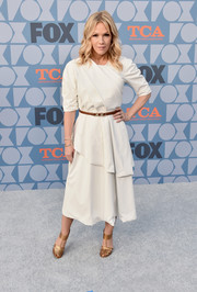 Jennie Garth chose a structured white midi dress for the Fox Summer TCA 2019 All-Star Party.