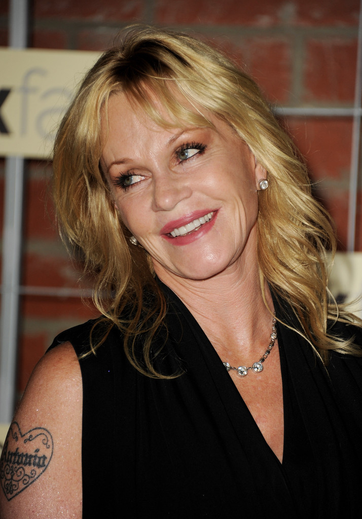 Melanie Griffith S Medium Hairstyle Haute Hairstyles For