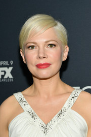 Michelle Williams looked cute with her short side-parted hairstyle at the New York premiere of 'Fosse/Verdon.'