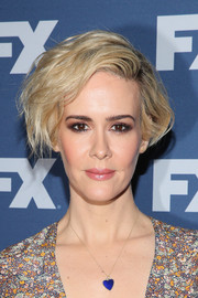 Sarah Paulson accessorized with a super-cute electric-blue heart pendant.