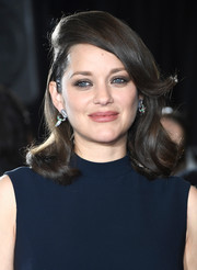 Marion Cotillard showed off a playfully chic hairstyle at the 'Allied' fan event, featuring a deep side part, flippy bangs, and curly ends.