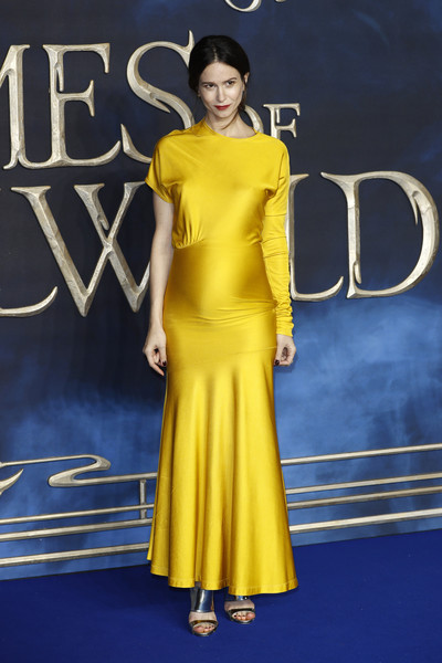More Pics of Katherine Waterston Strappy Sandals (1 of 5) - Katherine Waterston Lookbook - StyleBistro [fantastic beasts: the crimes of grindelwald,yellow,fashion model,clothing,dress,shoulder,fashion,premiere,electric blue,cocktail dress,flooring,katherine waterston,uk,cineworld leicester square,england,london,red carpet arrivals,premiere]