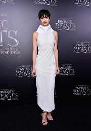 Katherine Waterston continued the minimalist vibe with a pair of black skinny-strap heels.