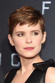 Kate Mara coated her kissers a subtle red.