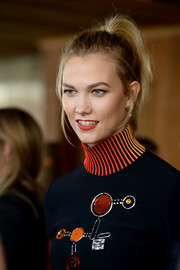 Karlie Kloss opted for a casual ponytail when she attended the Fashion Awards 2016 official nominees announcement.