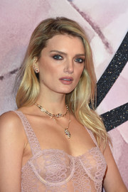 Lily Donaldson opted for a mildly messy side-parted 'do when she attended the Fashion Awards 2016.