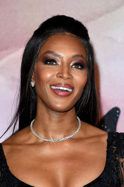 Naomi Campbell accessorized with a classic diamond tennis necklace.