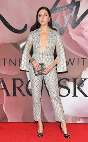 Bel Powley donned a deep-V, caped pantsuit by Burberry for the Fashion Awards 2016.