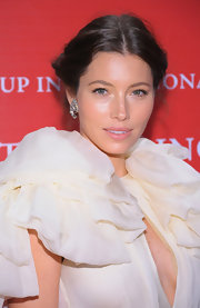 Jessica Biel finished off her look with a subtle pink lip.