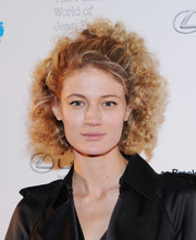 Michelle Buswell channeled Little Orphan Annie with this curly 'do at the Fashion World of Jean Paul Gaultier reception.
